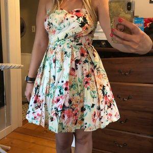 Adorable floral sweetheart top dress - sz L